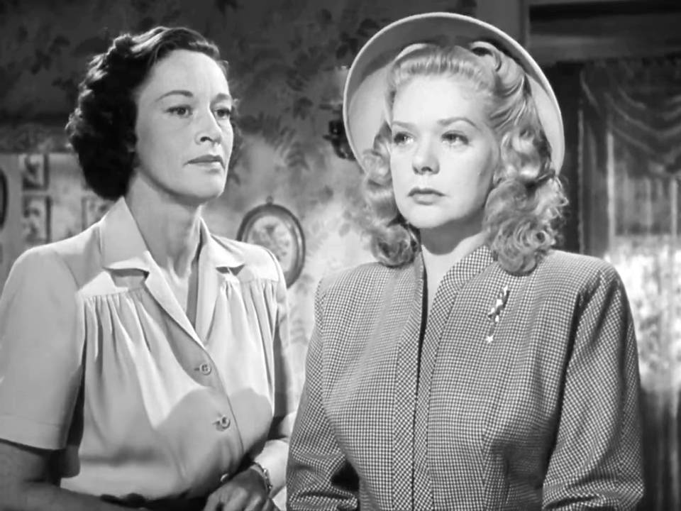 Clara (Anne Revere) and her sister June (Alice Faye)